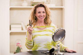 Anna K show eyeliner tips