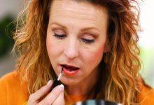 Anna K applying long-lasting lipstick