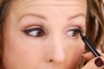 DYT Makeup Expert Anna K Teaches Cat Eye Makeup