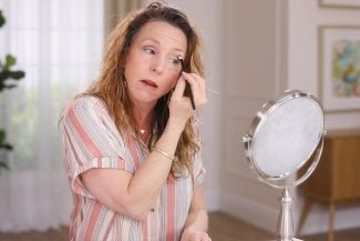 Anna K shows eyeshadow brush basics